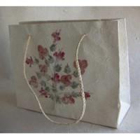Handgjord presentpåse med blommor från Madagaskar. Fair Trade.