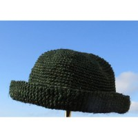 Mjuk liten hatt virkad i sisal. Handgjord från Madagaskar. Fair Trade.