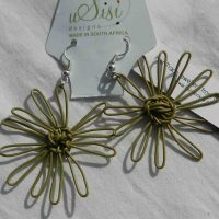 Daisy Beige Earrings. Fair Trade. Sydafrika.