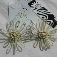 Daisy Cream Earrings. Fair Trade. Sydafrika.