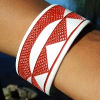 Epatek PVC Bangle Red Waves. Fair Trade från Namibia.